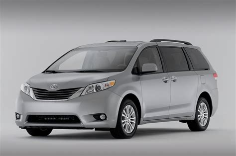 toyota minivan 2014 toyota sienna reviews and rating motor trend