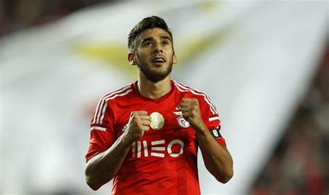 eduardo salvio benfica winger eduardo salvio jets in to anfield for 163 40m