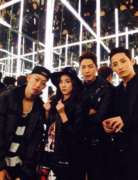 Awisa Top In Black Dara 2ne1 s sandara park snaps a cool photo with soo hyuk