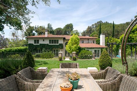 reese witherspoon puts 14 million price tag on sprawling