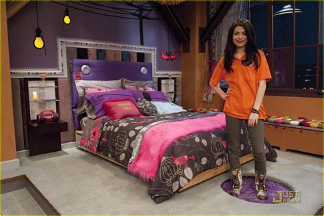 icarly celebrates her birthday with an icarly bedroom igot a hot room icarly wiki fandom powered by wikia