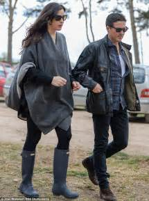 celeb hunter boots kate moss walks dog archie with liv tyler and dave gardner
