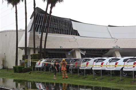 massey cadillac orlando florida front of massey cadillac car dealership collapses on south