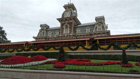 how long does disney keep their christmas decorations up