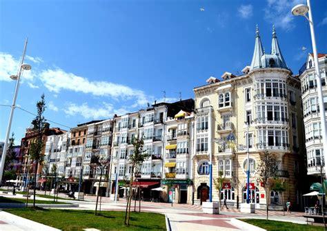 foto paseo maritimo castro urdiales cantabria espana