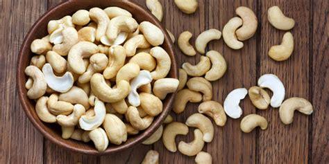 quante calorie hanno gli alimenti anacardi benefici calorie e controindicazioni