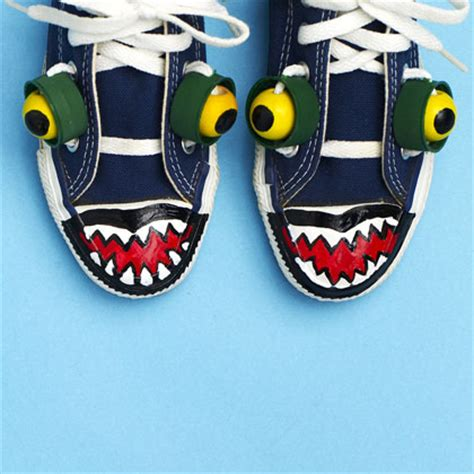 como decorar zapatos locos para niñas como decorar unas zapatillas monstruosas