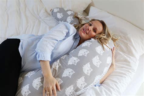 stillkissen schlafen schwangerschaft besser schlafen mit stillkissen hobea