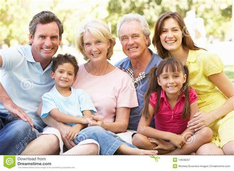 imagenes de la familia wyatt retrato extendido del grupo de la familia que disfruta de