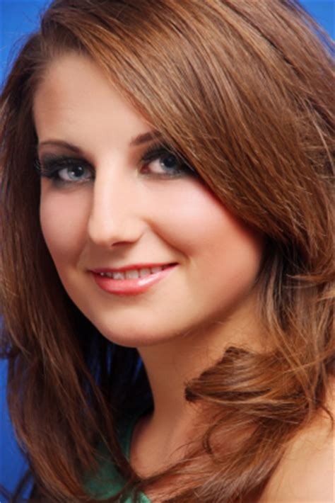slenderizing haircuts hair s tips care hairstyles for round face shapes the