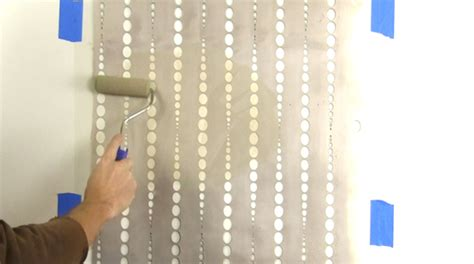 Wallpaper Edge Beading | how to stencil the beads allover wall pattern stencil