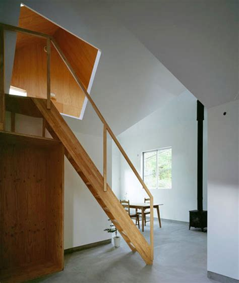 dachgeschoss treppe lean in plywood lined attic w awesome angled portholes