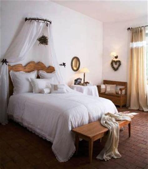ciel de lit pour chambre romantique trucs et deco