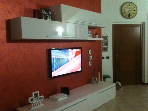 Tv Appesa Al Muro Come Nascondere I Fili by Forum Arredamento It Nascondere Fili Tv