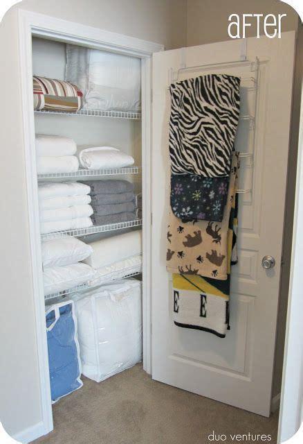 blanket storage ideas 1000 ideas about storing blankets on pinterest hidden