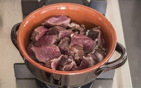 cucinare il cinghiale in umido ricetta cinghiale in umido agrodolce
