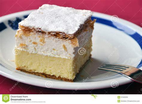 creme kuchen creme kuchen stockbild bild di 228 t k 246 stlich pl 228 tzchen