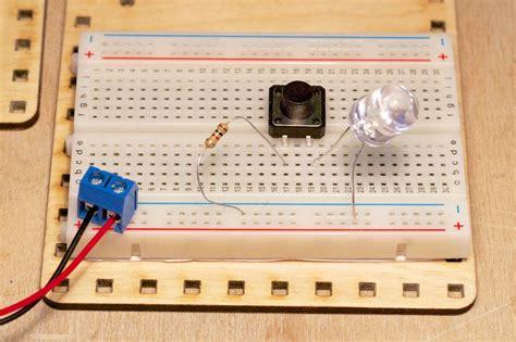 dioda led jak działa płytka prototypowa dioda led przycisk lofi robot