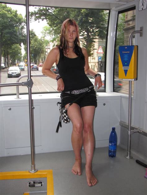 Legging Tribalism barfuss in strassenbahn free your soles free your