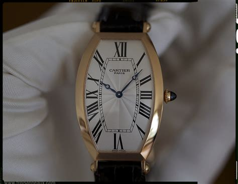 Cartier Revo Black Gold dials with hour numerals of more than one size page 2