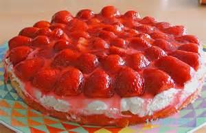 erdbeer kuchen erdbeerkuchen auf r 252 hrteigboden rezept mit bild