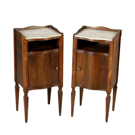 comodini in stile coppia di comodini in stile mobili in stile bottega