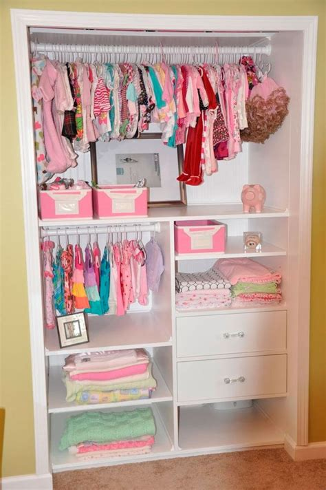 como organizar un armario 50 25 melhores ideias sobre guarda roupa infantil no