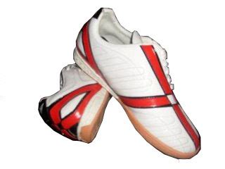Sepatu Merk Cer bentuk dan model sepatu futsal terbaru 2013 model