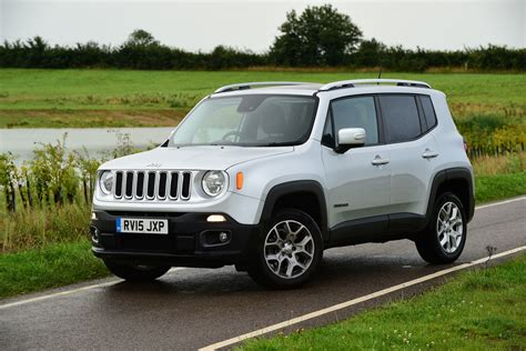 jeep renegade pics jeep renegade 2015 pictures auto express