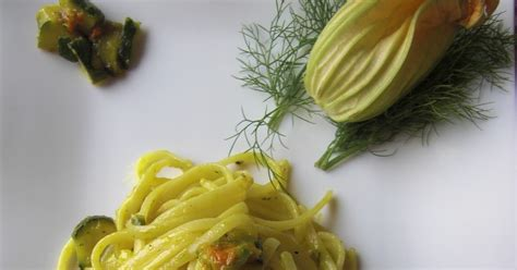 pasta con i fiori di zucchine duecuoriunacucina pasta con i fiori di zucca e zucchine