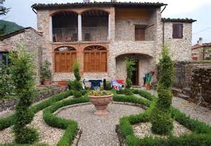 houses in italy a 163 1 1m tuscan villa on sale for 163 242 000 or hundreds of