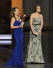 Poehler Wardrobe Malfunction by Tina Fey S Wardrobe Malfunction At The Emmys Fans Tweet