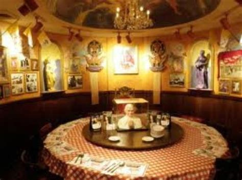 buca di beppo pope room the vatican room complete with rotating pope picture of buca di beppo seattle tripadvisor
