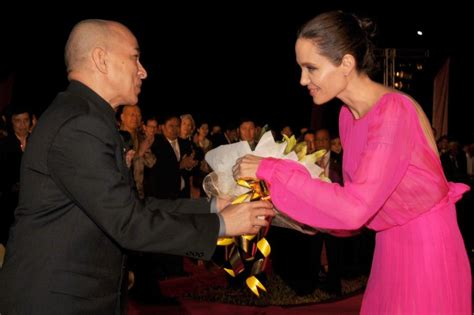 angelina jolie quot first they killed my father quot press jolie unveils new film first they killed my father in siem