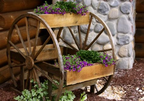 How To Build A Wooden Wagon Planter Woodworking Projects Wagon Wheel Planter