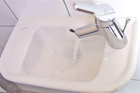 Abfluss Verstopft Was Hilft by Verstopfung Abfluss Hausmittel Fr Verstopften Abflussim