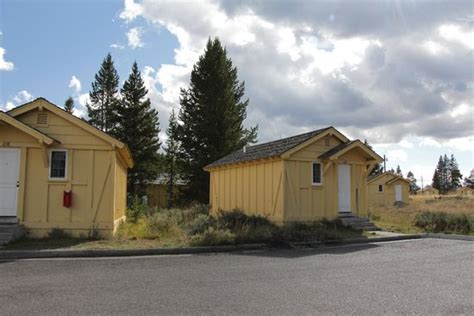 Lake Lodge Cabins Yellowstone Reviews by Lake Cabin Interior Picture Of Lake Yellowstone Hotel