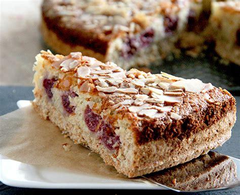 kuchen mit kokosnuss kirsch kokos kuchen rezept inspiriert k 252 chenmeister