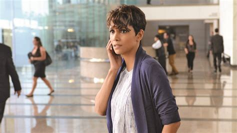 picture of halle berry hairstyle on extant summer tv lesson no 1 big stars don t guarantee big hits
