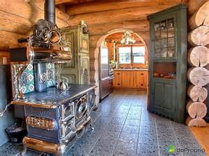interieur en bois rond mzaol