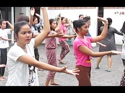 tutorial sanggul pramugari youtube tutorial tari piring plate dance pramugari p3