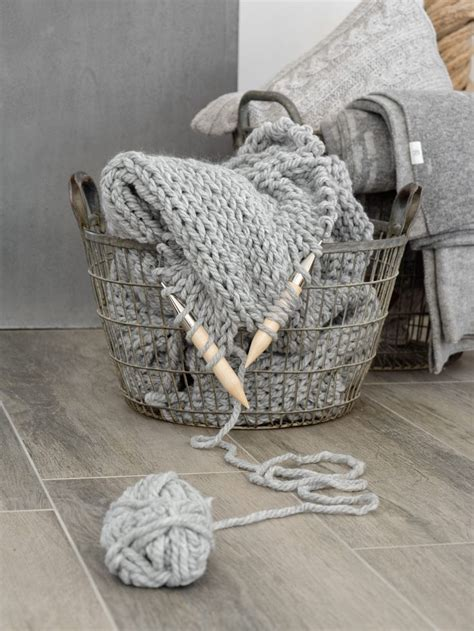 Decke Mit ärmeln Wolle by 220 Ber 1 000 Ideen Zu Decke Stricken Auf
