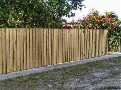 palizzate in legno per giardino recinzioni in legno recinzioni