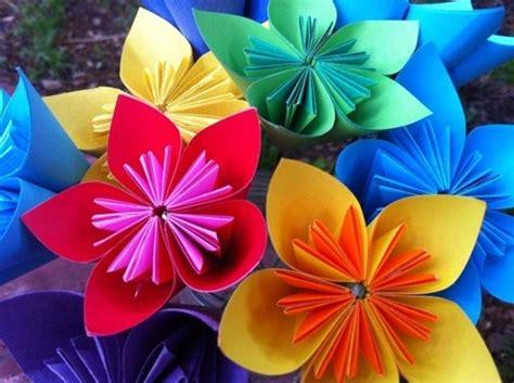 fiori di carta riciclata fiori di carta per bambini fiori di carta creare fiori