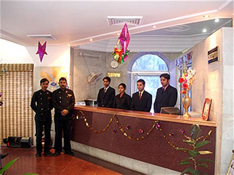 Who Is A Front Desk Officer by 10 Basic Guidelines Of A Front Office Hotel Management