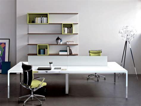 immagini di scrivanie immagini scrivanie scrivania compatta per pc a quattro