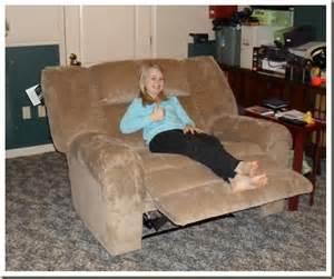 the cuddle recliner digital chum