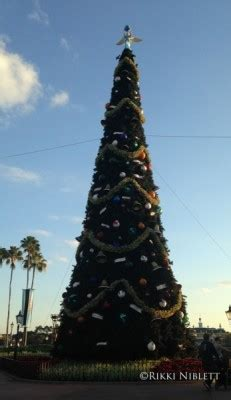 human christmas tree epcot rikki s mouse bites walt disney world news 11 17 14