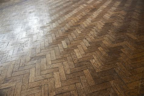 Hardwood and laminate wood flooring fitting and