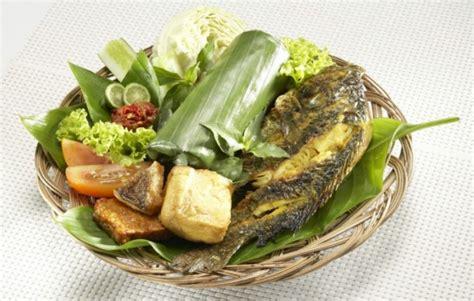 membuat nasi timbel resep cara membuat nasi timbel ikan mas praktis